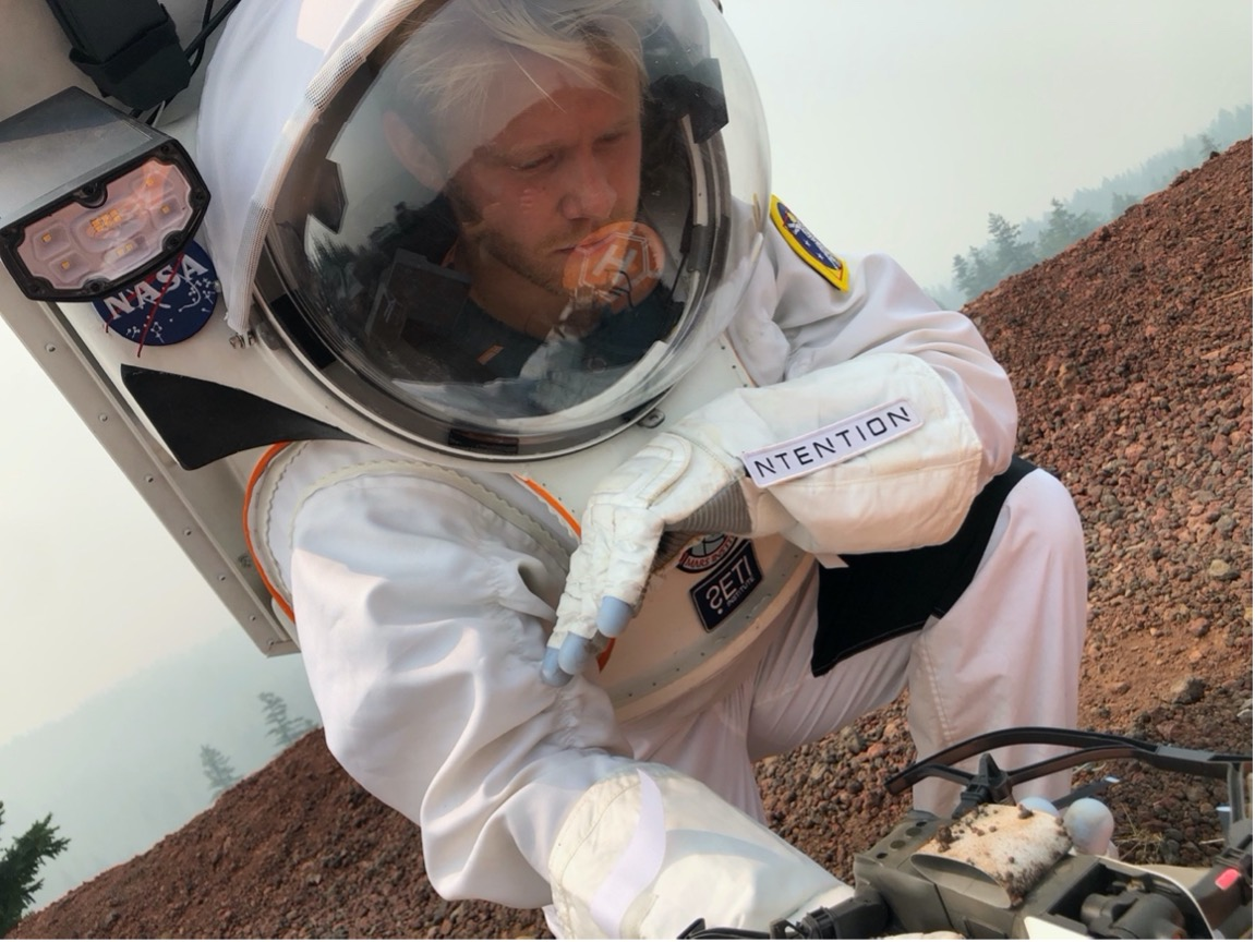Magnus Arveng in the Collins Aerospace spacesuit for analog studies